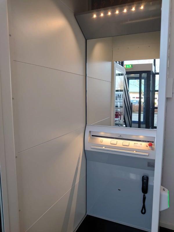 Platformlift A-4000 in kantoor takii