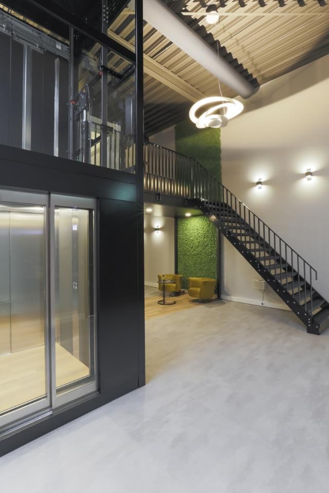 mth showroom cabinelift