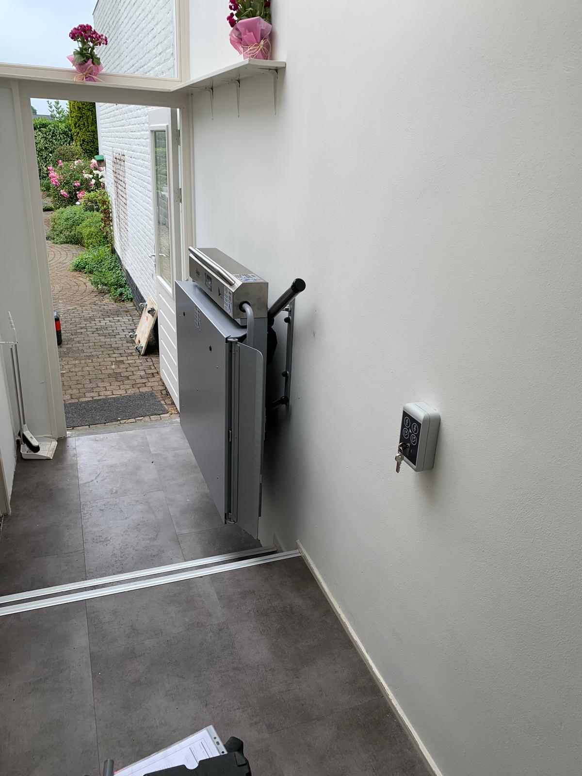 Plateautraplift met sleutelschakelaar